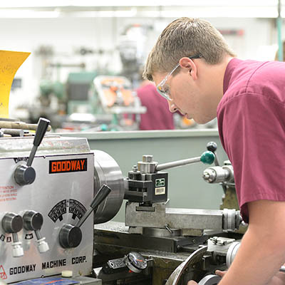 machine tool student in the lab